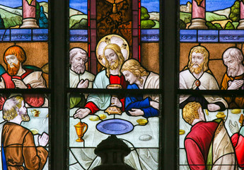 Wall Mural - Jesus at Last Supper on Maundy Thursday - Stained Glass in Meche