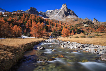 Foto En Lienzo - The river Claree  and Pointe des Cerces in Vallee de la Claree during a clear day in autumn.
