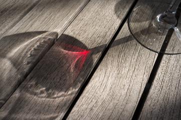 ワイングラスの影