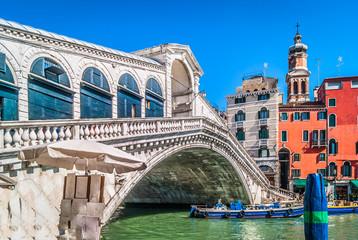 Obraz Rialto Bridge landmark Italy. / View at amazing touristic attraction Rialto Bridge in Venice city, Italy. - fototapety do salonu