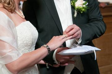 Hochzeit Trauung Standesamt Braut Hände Ringe