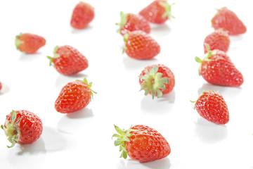 Fresas sobre fondo blanco