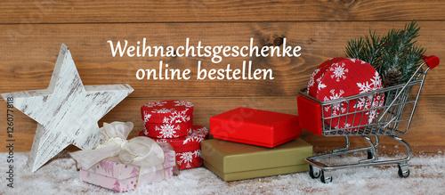 weihnachtsgeschenke online bestellen stockfotos und lizenzfreie bilder auf bild. Black Bedroom Furniture Sets. Home Design Ideas