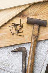 大工道具(トンカチ、釘抜き、釘、板)