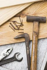 大工道具(トンカチ、レンチ、プライヤー、釘