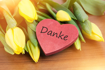 flower background with heart and german text for thank you