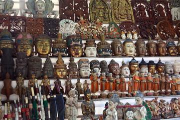 Boutique de souvenirs birmans.