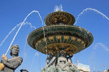 Poster Fontaine Statues et vasques de la fontaine des Mers à la Concorde à Paris, France