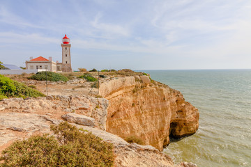 Vista da costa do Algarve em Portugal
