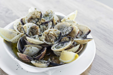 garlic white wine steamed clams seafood tapas simple snack