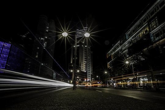 Budapester Straße in Berlin bei Nacht