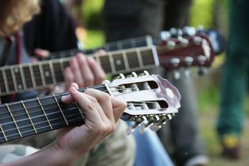 Gitarowe gryfy z dłonią 2