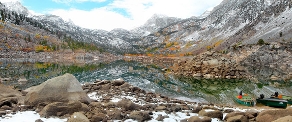 Panoramic view of Sabrina lake in California in late autumn
