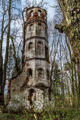 Turmruine Sankt Georg bei Aichach nahe Augsburg im herbstlichen Wald