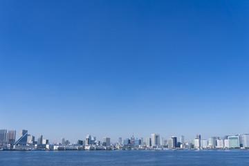 東京都市風景 東京タワーと都市全景 超広角 快晴 青空 海 大空コピースペース