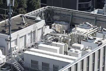 建物 設備 ビルの屋上 巨大空調設備 電力変電設備 携帯電話アンテナ
