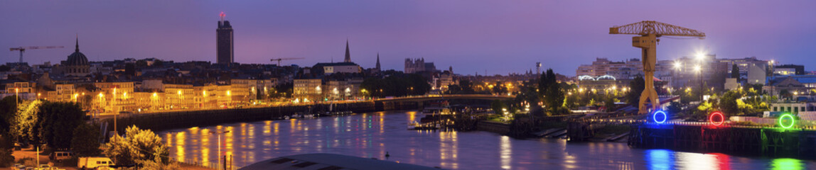 Fototapete - Sunrise in Nantes - panoramic view of the city