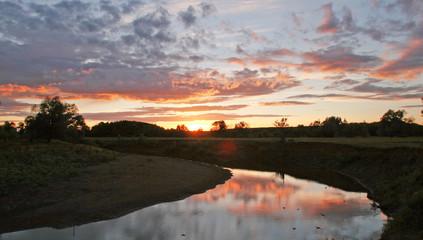 Foto auf Gartenposter Reflexion a walk along the river at sunset