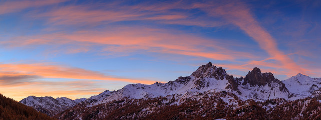 Fotomurales - Colorful sunrise and snow covered mountains during an autumn morning in the Claree valley, France.
