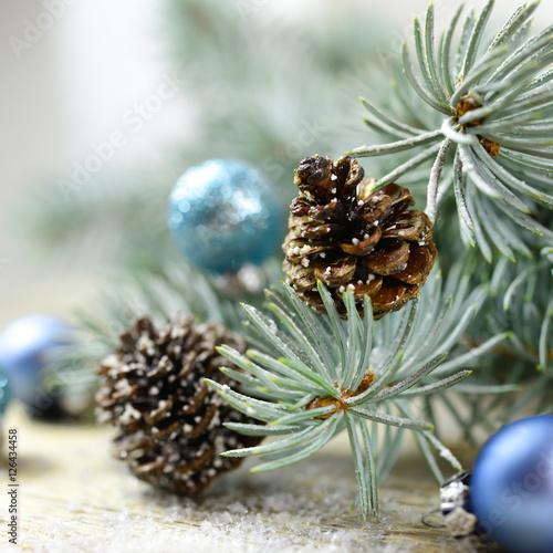 winterzweige tannenzapfen und baumkugeln stockfotos und lizenzfreie bilder auf. Black Bedroom Furniture Sets. Home Design Ideas