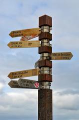Sud Africa, 19/09/2009: il palo che indica la distanza dalle capitali del mondo sulla collina di Cape Point, accanto al faro, nella riserva naturale del Capo di Buona Speranza
