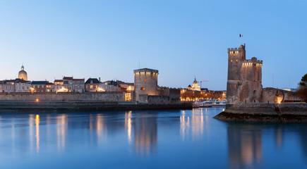 La Rochelle à la nuit tombée