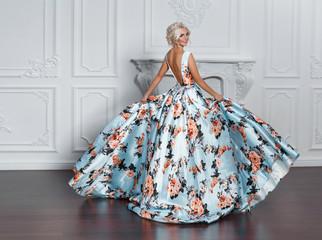 Fashion bride in gorgeous wedding dress