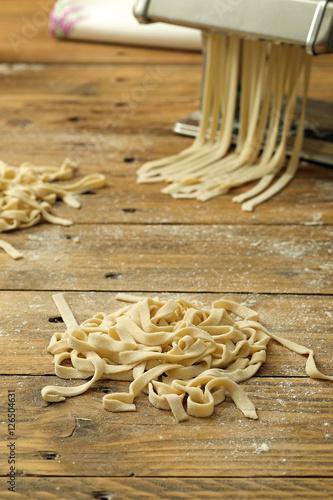 Pasta Fresca Fatta In Casa Su Sfondo Tavolo Di Legno Rustico Stock