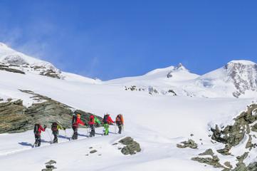 Seilschaft mit Bergführer im Hochgebirge