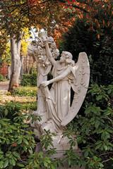 engel statue auf dem neusser hauptfriedhof
