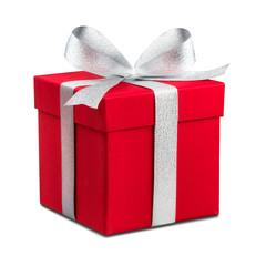 Rotes Geschenk vor weißem Hintergrund als Freisteller