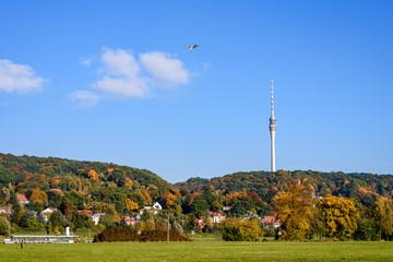 Fernsehturm,Drachen und Raddampfer im Herbst in Dresden