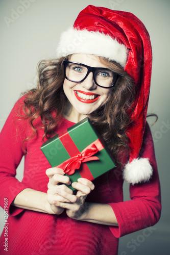 weihnachten frau geschenke stockfotos und lizenzfreie bilder auf bild 126579669. Black Bedroom Furniture Sets. Home Design Ideas