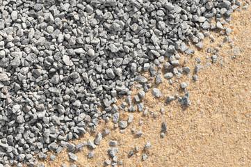 Splitt und Bausand, Gesteinskörnung, Rohstoffe, vielseitig verwendbare Baustoffe, Bauindustrie, Untergrund für Pflasterarbeiten, Drainage
