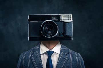 顔がカメラのビジネスマン