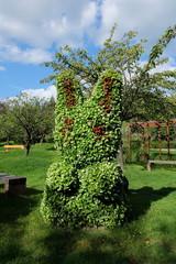 ウサギの形をした植木