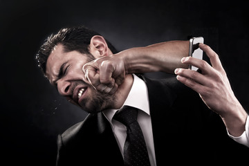 Man gets punched through smart phone by angry caller