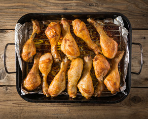 a roasting pan full of grilled chicken thighs