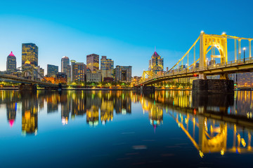 Fototapete - Panorama of downtown Pittsburgh at twilight