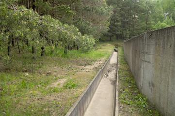 бетонный желоб системы ливневой канализации