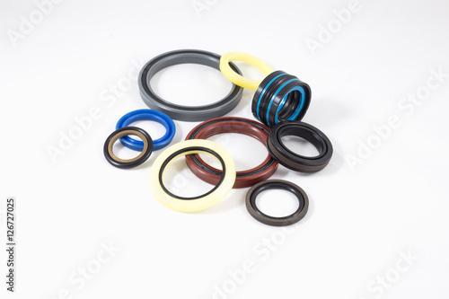 Hydraulic seals for hydraulic cylinders