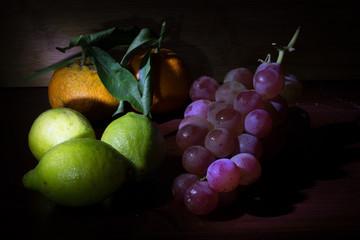 Natura morta - Frutta - uva, mandarini e limoni