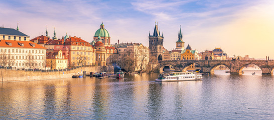 Photo sur Plexiglas Prague Prague panorama with its river and buildings - Panorama of Prague city, the capital of Czech Republic, with the Vltava river, the Charles Bridge and surrounding buildings, on a sunny day of March.