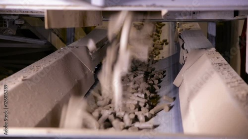 Conveyor with soil  Clay goes through transporter in a