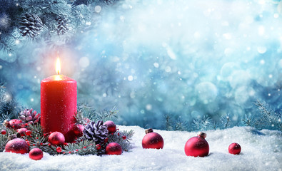 Fotomurales - Advent Candle With Fir Branches Burning In Snowy Scene