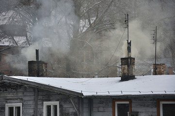 Dymy z kominów w zimowy dzień - fototapety na wymiar
