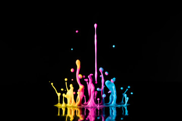 Аbstract sculptures of colorful splashes of paint. Dancing liqu