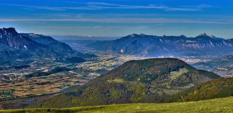 Grenoble et la vallée de l'Isère avec le massif du Vercors et de la Charteuse
