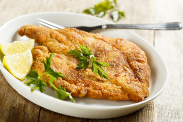 Chicken schnitzel with lemon