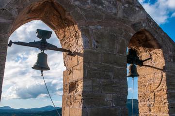 Glocken der Kirche der Burg von Capdepera auf Mallorca
